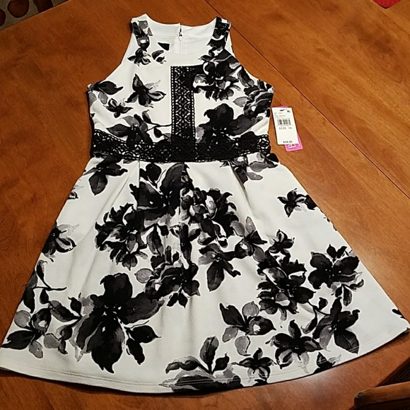 07b84487fd25 BCX Girl black and white floral dress girls. M_5a769e833b1608933e52b550
